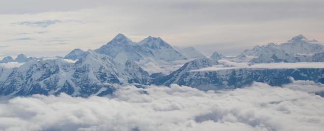 Ngam dinh Everest kieu hanh tu tren may bay hinh anh 2