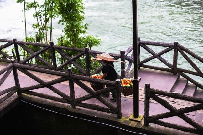 Buc tranh doi lap dem - ngay o Phuong Hoang co tran hinh anh 14