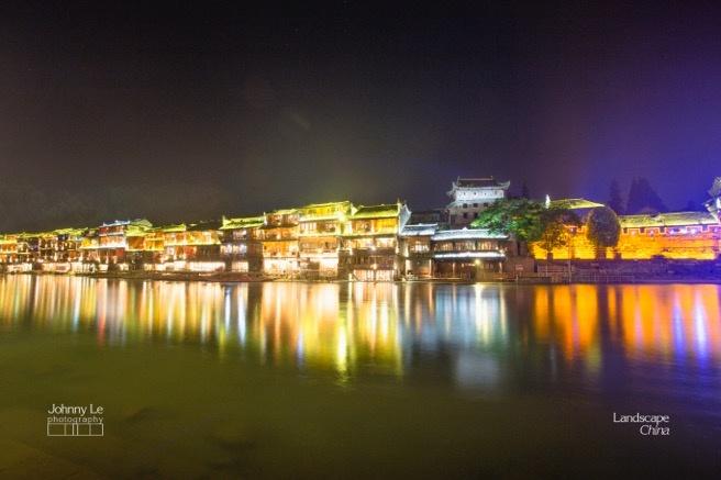 Buc tranh doi lap dem - ngay o Phuong Hoang co tran hinh anh 16