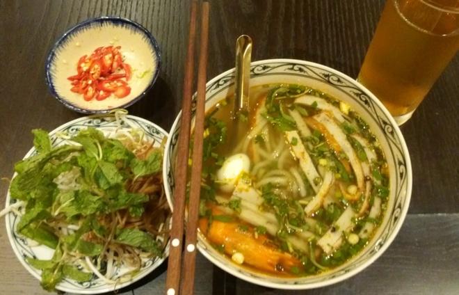 Banh canh cha tom xu Quang tren dat Ha thanh hinh anh 1