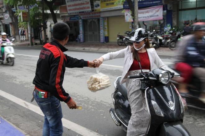 Bong gao 'khuynh dao' via he Ha Noi ngay dau dong hinh anh 2