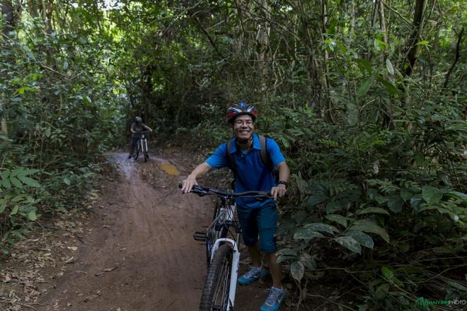 Jungle biking - thach thuc giua rung sau hinh anh 12