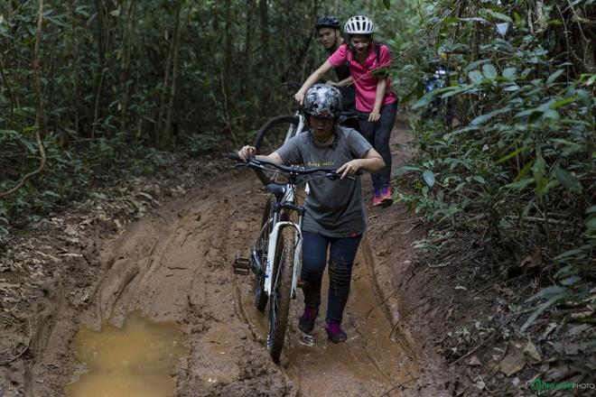 Jungle biking - thach thuc giua rung sau hinh anh 13