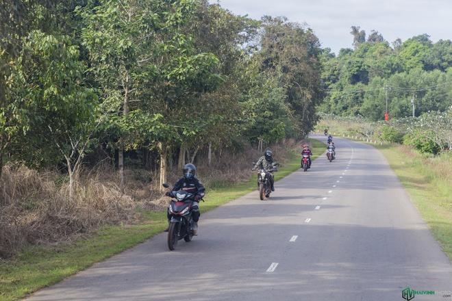 Jungle biking - thach thuc giua rung sau hinh anh 1