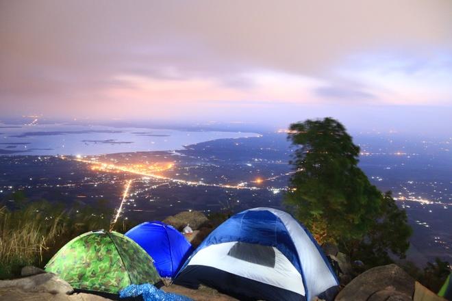 Rủ nhau lên núi ngắm cảnh