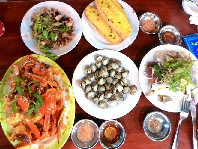 Thuong thuc hai san o lang chai Ham Ninh hinh anh 4