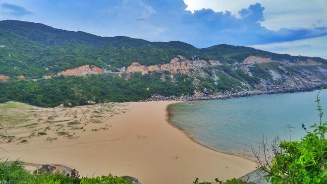 Ngút ngàn màu xanh trên cung đường biển Nha Trang - Tuy Hòa