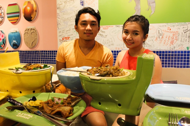 Nha hang toilet hut khach o Philipines hinh anh