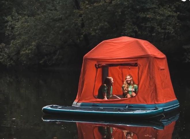 Lều du lịch giúp bạn cắm trại trên mặt nước