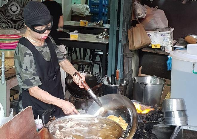 Trai nghiem quan an dat sao Michelin cua dau bep 70 tuoi o Thai Lan hinh anh