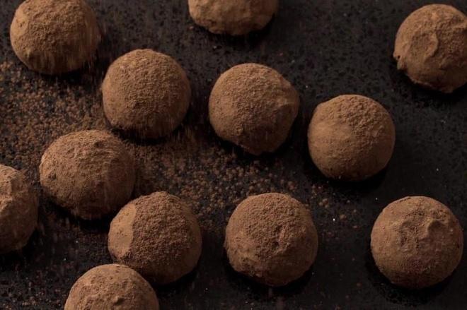 Ben trong nha may lam chocolate nam truffle ngon nhat the gioi hinh anh