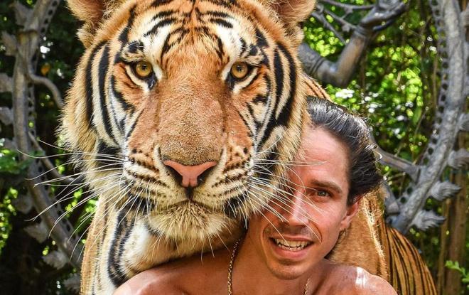 Chang 'Tarzan doi thuc' khien ho ngoan ngoan nhu meo con hinh anh