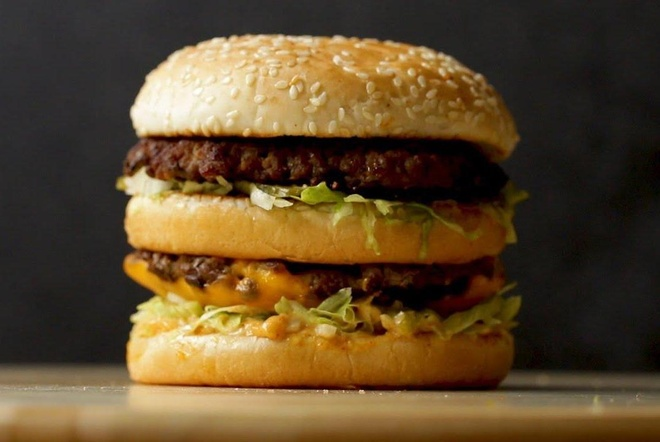 Hoc lam banh burger bo pho mai 2 tang hinh anh