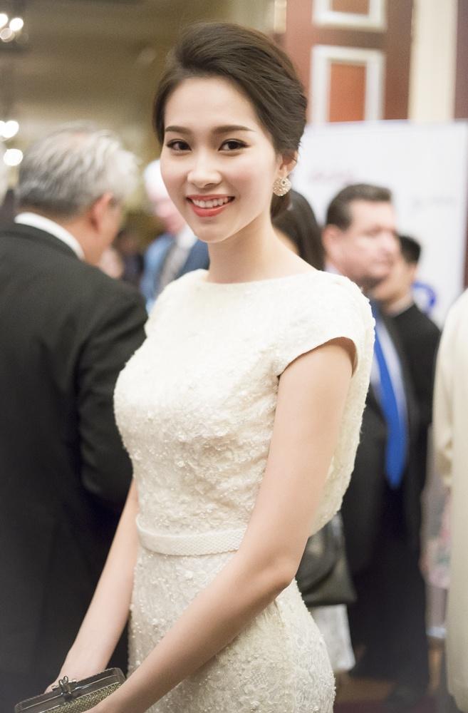 Hoa hau Thu Thao xinh dep ben dien vien 'Qua tim mau' hinh anh 1