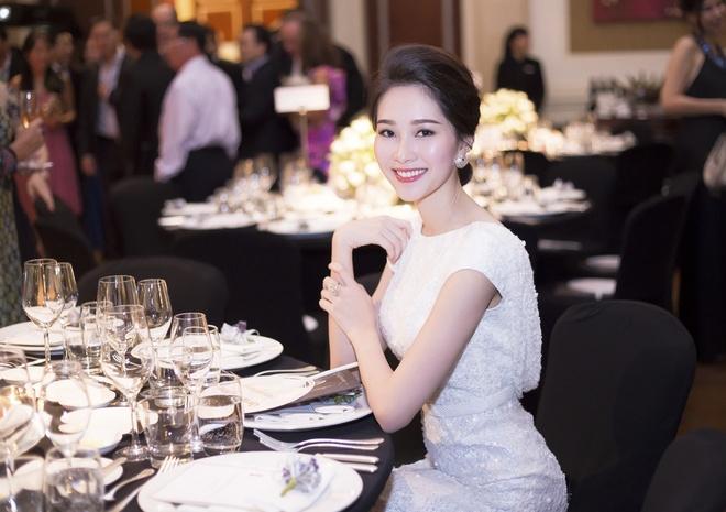 Hoa hau Thu Thao xinh dep ben dien vien 'Qua tim mau' hinh anh 7