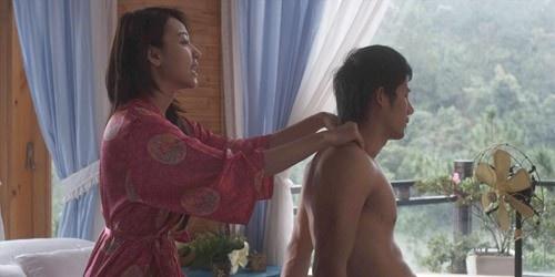 101 dieu kien de sao khoa than hinh anh 2 Ngân Khánh chuẩn bị tâm lý khi đóng cảnh giường chiếu trên phim.