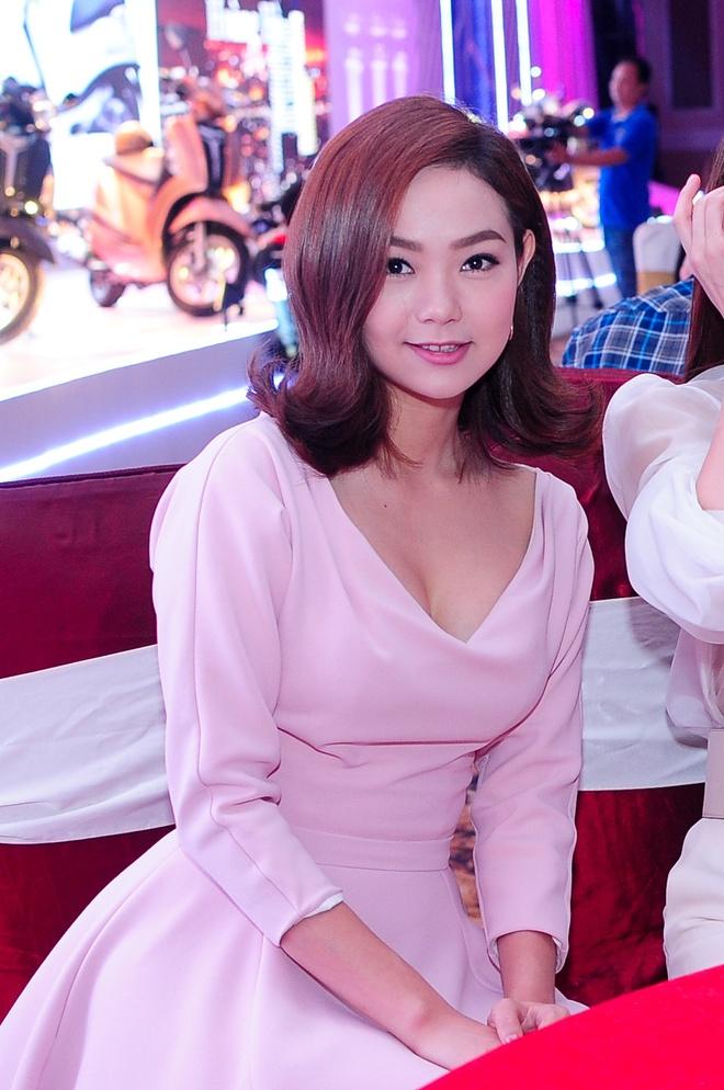 Ha Ho Mac Ao Xuyen Thau Tao Bao Do Sac Minh Hang, Van Ngo Hinh