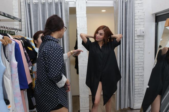 Ban gai cu Tran Thanh tu tin dien mot khong quan hinh anh 3