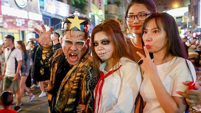 Pho Tay Bui Vien ngap tran 'ma quy' ngay Halloween hinh anh