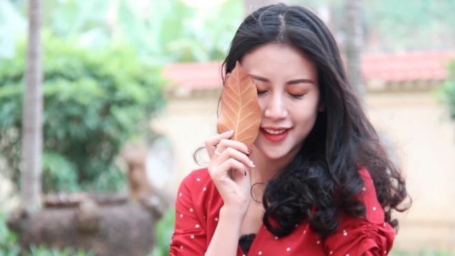 'Con đường tình yêu' đầy lá vàng hút giới trẻ ở Đại học Sư phạm Hà Nội