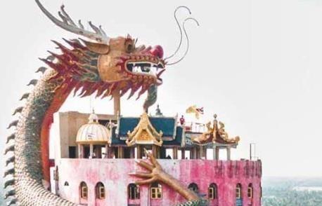 Tuong rong khong lo cuon quanh den 17 tang o Thai Lan hinh anh