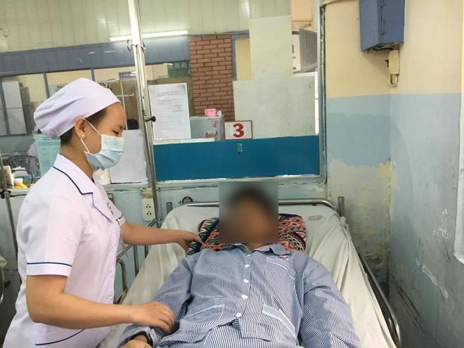 Chang trai sot xuat huyet thoat chet trong gang tac hinh anh 1