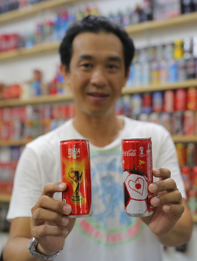Bo suu tap Coca-Cola co mot khong hai o Sai Gon hinh anh 3 Coca-Cola phiên bản World Cup 2014.