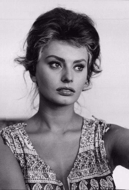 Tiet lo bi quyet lam dep cua nhung nhan sac huyen thoai hinh anh 2 Dầu oliu được Sophia Loren sử dụng triệt để trong việc làm đẹp.