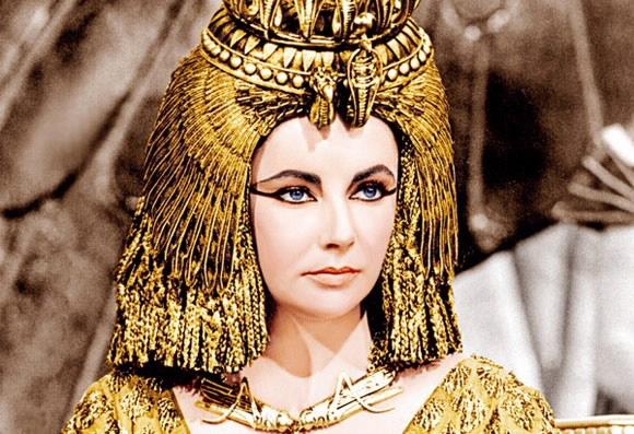 Tiet lo bi quyet lam dep cua nhung nhan sac huyen thoai hinh anh 3 Tắm bằng sữa giúp Cleopatra có được làn da trắng mịn không tì vết.