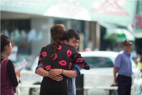 4 yeu to giup Ha Ho ghi diem tai Nhan to bi an hinh anh 2      Cử chỉ này đã giúp Hà Hồ ghi điểm trong mắt công chúng.