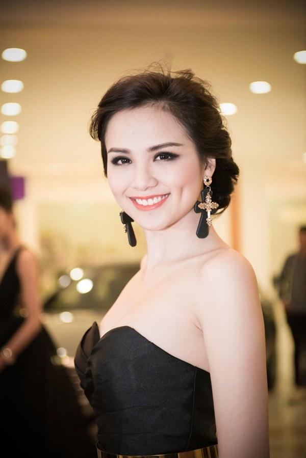 Nhung my nhan Viet co lan da trang khong ti vet hinh anh 8 Để có được làn da trắng hồng, Hoa hậu Diễm Hương đã phải dành rất nhiều thời gian cho việc chăm sóc da hàng ngày.