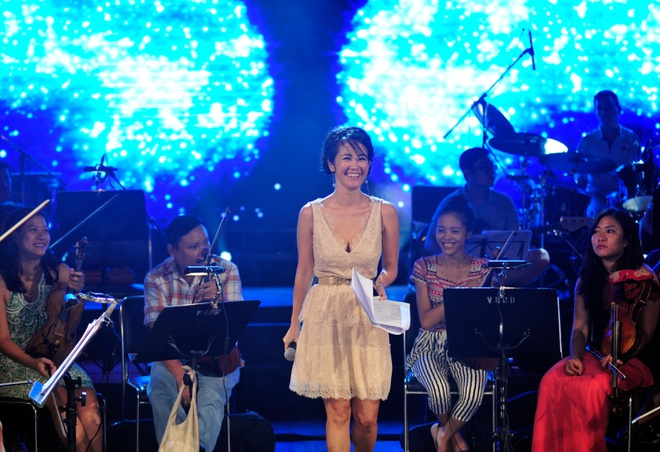 Hong Nhung, Thanh Lam doi lap phong cach tren san khau hinh anh 3    Tối nay, cô sẽ trình diễn một sáng tác của Quốc Trung và một ca khúc nước ngoài.