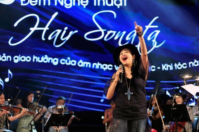 Hong Nhung, Thanh Lam doi lap phong cach tren san khau hinh anh 5      Trong khi đó, Thanh Lam khẳng định đẳng cấp bằng giọng hát cháy bỏng, nồng nàn với những quãng cao đáng ngưỡng mộ.