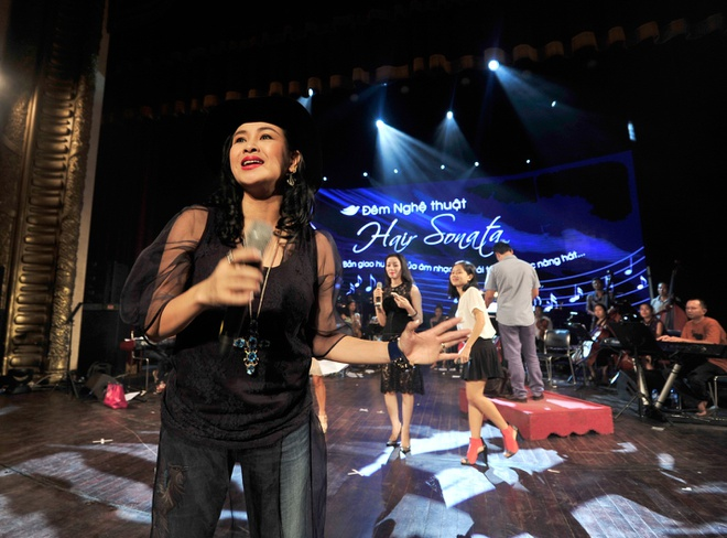 Hong Nhung, Thanh Lam doi lap phong cach tren san khau hinh anh 6      Những bản hit gắn bó với tên tuổi của cô sẽ được làm mới trong chương trình này.