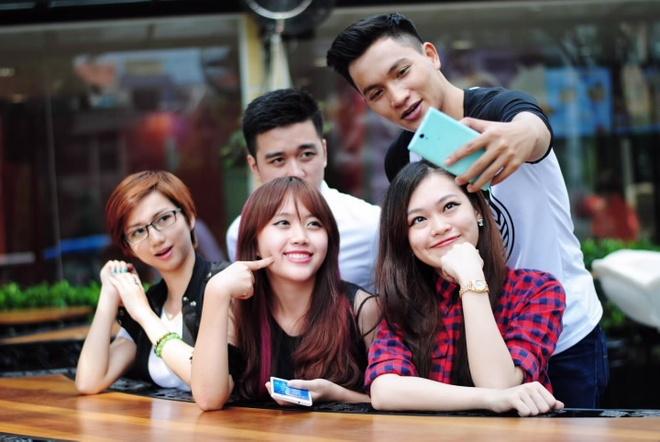 Xperia C3 Dual - smartphone chuyen chup tu suong cua Sony hinh anh