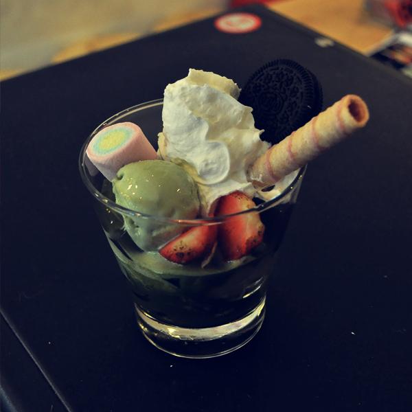 Thuong thuc do uong va trang mieng matcha ngon tai Ha Noi hinh anh 3          Matcha Parfait – một trong những món tráng miệng được yêu thích và phổ biến nhất trên thế giới cũng có mặt ở Tea Pops.