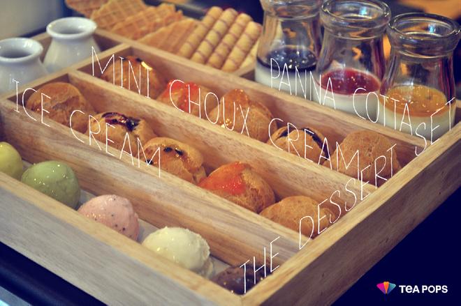 Thuong thuc do uong va trang mieng matcha ngon tai Ha Noi hinh anh 8  The Dessert Set với bánh su, panna cotta, kem, bánh quế được dùng kèm 3 loại sốt.