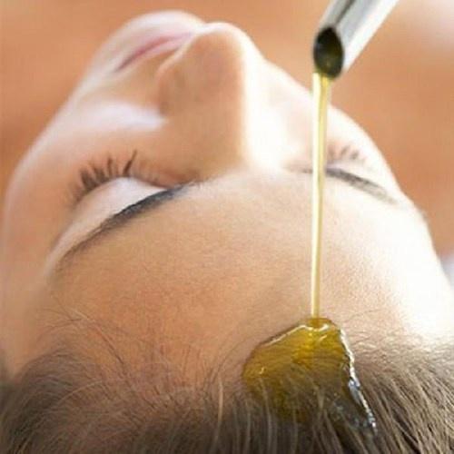 Nhung hieu biet sai lam ve dau goi hinh anh 4 Thoa dầu gội khi tóc khô sẽ khiến tóc bị rụng và trở nên xơ xác.