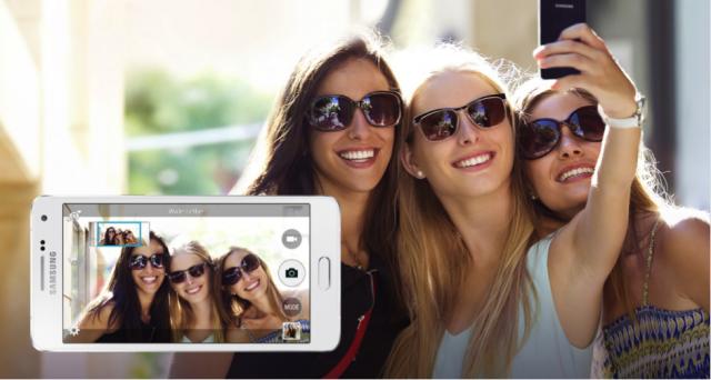 Chon smartphone cho nguoi ca tinh hinh anh 6 Chức năng Selfie góc rộng (Wide Selfie) trên Galaxy A5 cho phép người dùng Selfie theo phong cách panorama bằng cách ghép 3 tấm hình từ trái/giữa/phải.