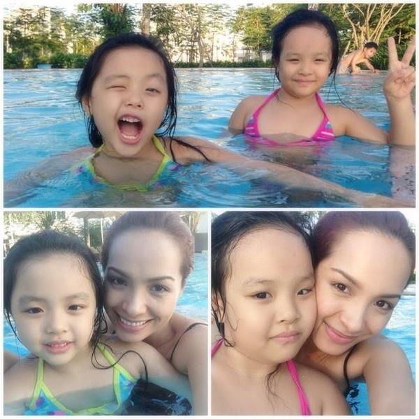 Thường xuyên được đi bơi dịp hè, hai nhóc tì nhà Thúy Hạnh tỏ ra khá mạnh bạo khi xuống nước.