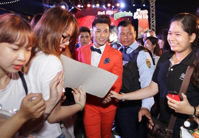 Tran Thanh cover hit cua Hari Won tang hang nghin khan gia hinh anh 13