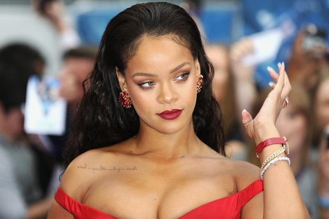 Rihanna kiem tien tu thoi trang the nao de co tai san 600 trieu USD? hinh anh