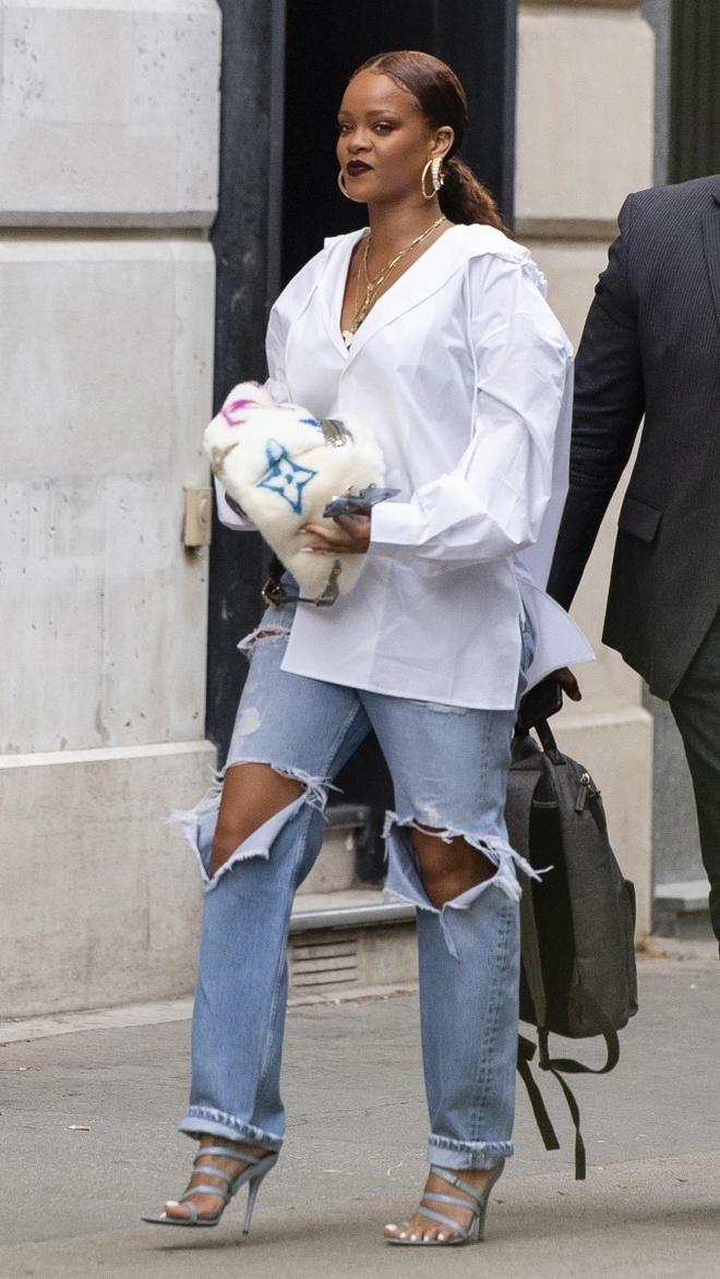 Rihanna va dan sao so huu tui xach, dong ho 'cuc hiem' tren thi truong hinh anh 1