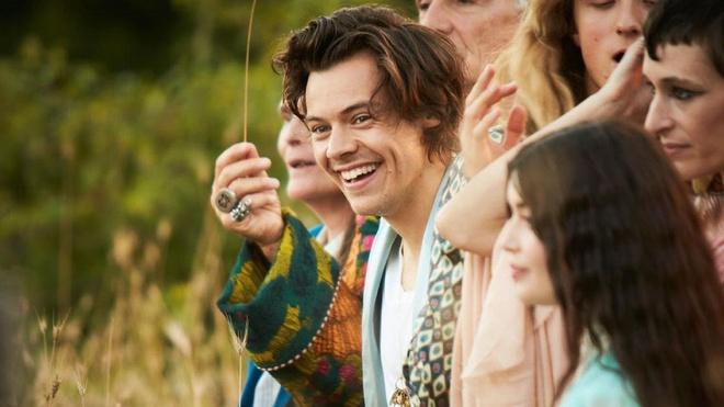 Harry Styles xuat hien thu hut trong phim thoi trang cua Gucci hinh anh