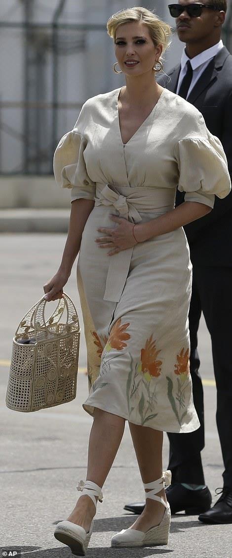 Con gái Donald Trump bị chỉ trích vì mặc váy đắt đỏ đi từ thiện