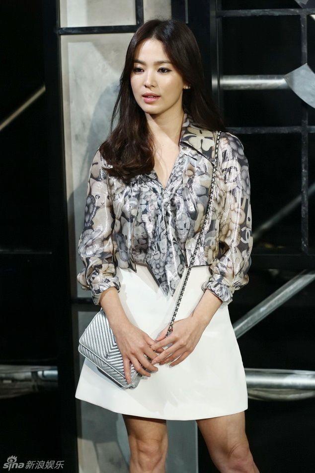 Song Hye Kyo luon noi bat du mac vay don gian hay xe sau khoe vong mot hinh anh 3