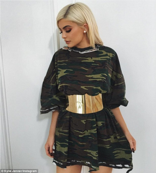 Kylie Jenner trong kem sang vi tham dien do co nhieu chi tiet hinh anh 5