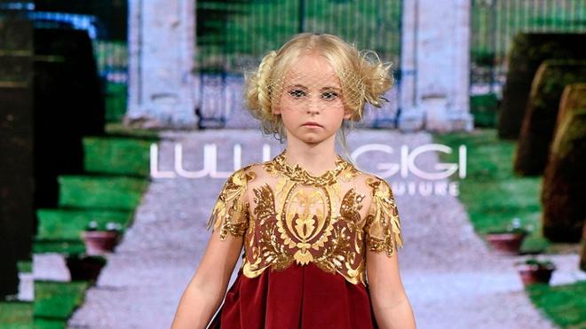 Mẫu nhí tàn tật 9 tuổi sải bước trên sàn diễn thời trang