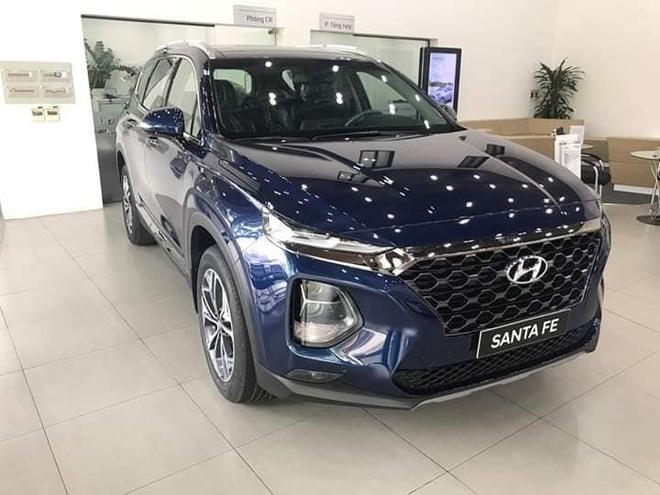 Hyundai Santa Fe ha nhiet 'bia kem lac', Ford Everest giam gia hinh anh 1