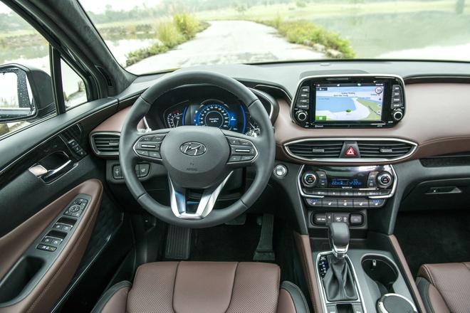 Hết 'bia kèm lạc', Hyundai Santa Fe, Toyota Rush về đúng giá niêm yết